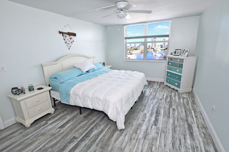 Photo by Mar10Photography,MasterBedRoom,WaterView